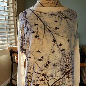 Lightweight sweater with Artistic Bird Print